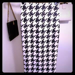 H&M Skirts - Houndstooth high waisted skirt